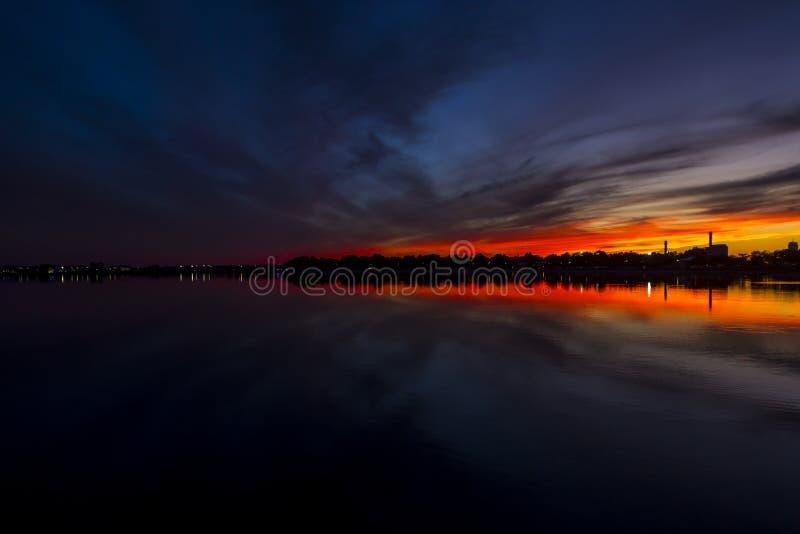 Descoloramiento de la puesta del sol foto de archivo