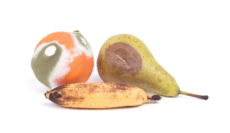 Descomposición de la fruta aislada foto de archivo