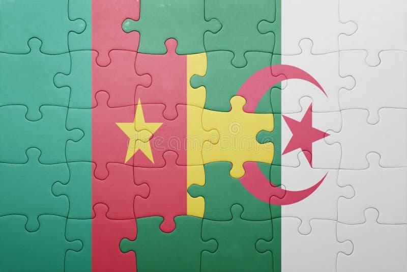 desconcierte con la bandera nacional de Argelia y del Camerún foto de archivo