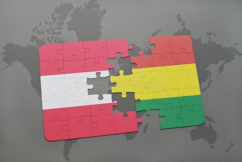 desconcierte con la bandera nacional de Austria y de Bolivia en un fondo del mapa del mundo fotografía de archivo