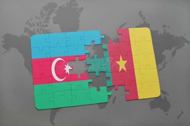 desconcierte con la bandera nacional de Azerbaijan y del Camerún en un mapa del mundo fotos de archivo libres de regalías