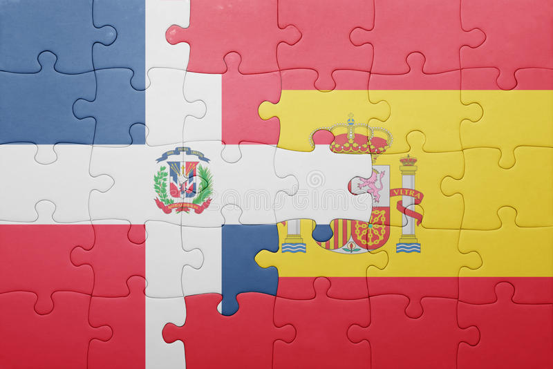 Desconcierte con la bandera nacional de España y de la República Dominicana fotografía de archivo libre de regalías