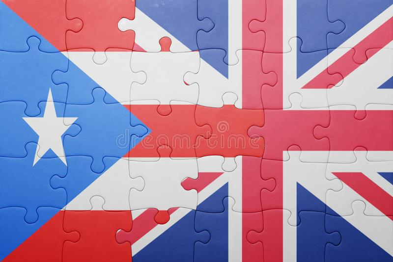 Desconcierte con la bandera nacional de Gran Bretaña y de Puerto Rico imagenes de archivo