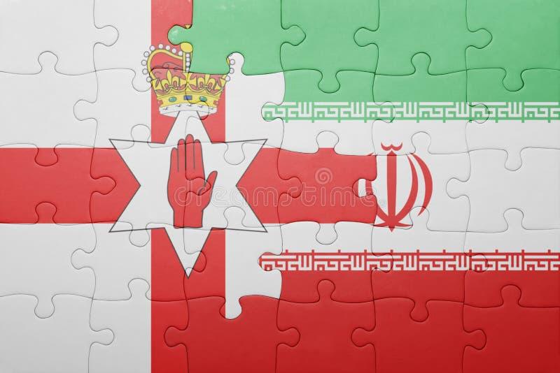 desconcierte con la bandera nacional de Irlanda del Norte y de Irán imagenes de archivo