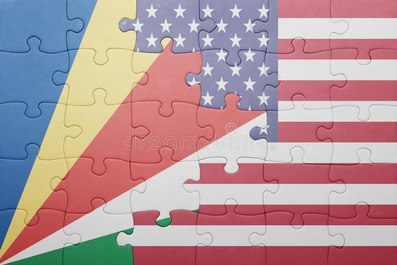 Desconcierte con la bandera nacional de los Estados Unidos de América y de Seychelles foto de archivo