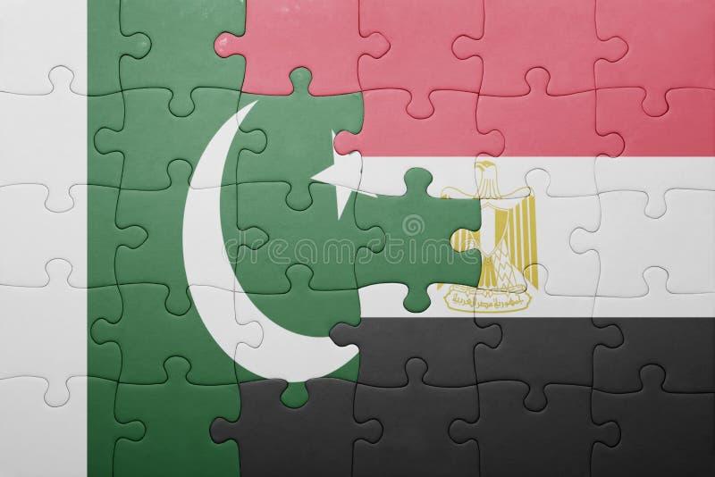 desconcierte con la bandera nacional de Paquistán y de Egipto ilustración del vector