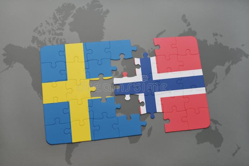 Desconcierte con la bandera nacional de Suecia y de Noruega en un fondo del mapa del mundo ilustración del vector