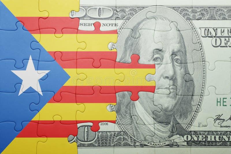 Desconcierte con la bandera nacional del billete de banco de Cataluña y del dólar fotografía de archivo