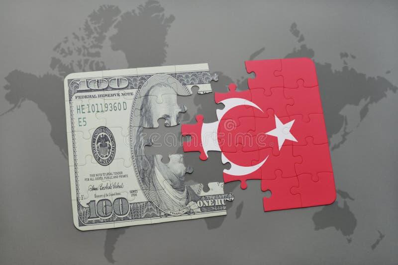 desconcierte con la bandera nacional del billete de banco del pavo y del dólar en un fondo del mapa del mundo stock de ilustración
