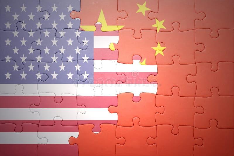 Desconcierte con las banderas nacionales de los Estados Unidos de América y de China ilustración del vector