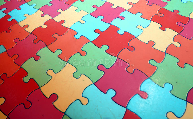 Desconcierte los pedazos que forman un mosaico complejo coloreado fotografía de archivo libre de regalías