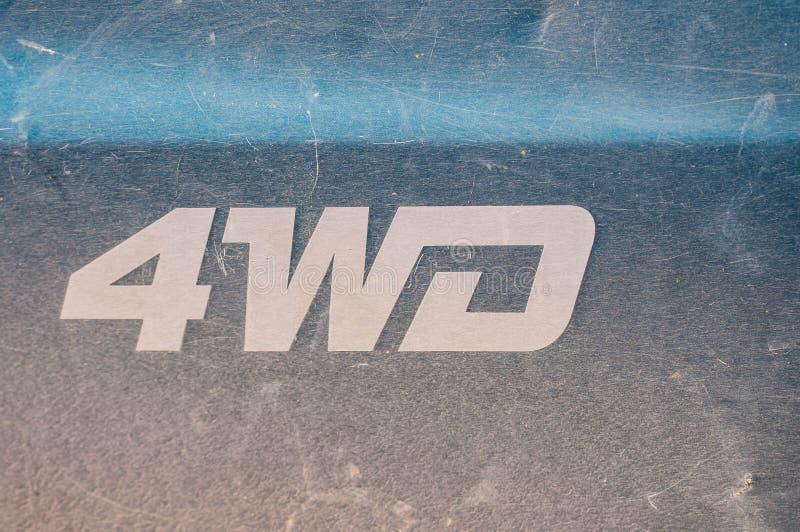 Descrição de 4 WD no camionete verde, riscado, usado, velho fotografia de stock royalty free