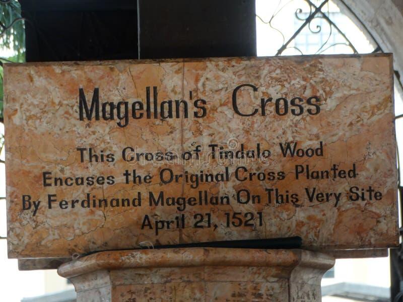 Descrição na capela com cruz do ` s de Magellan, cidade de Cebu, Filipinas imagem de stock