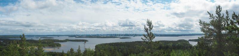 Descripción en el lago del päijänne del arco geodésico del struve en el moun foto de archivo libre de regalías