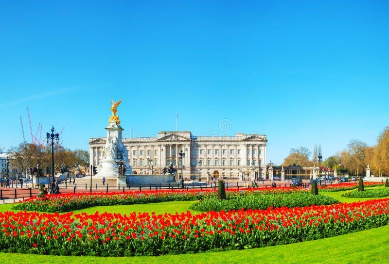 Descripción panorámica del Buckingham Palace en Londres, Reino Unido fotografía de archivo