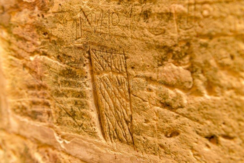 Description de croix maltaise sur le mur de la cellule dans la vieille prison de la citadelle de Rabat, dans Victoria photo libre de droits