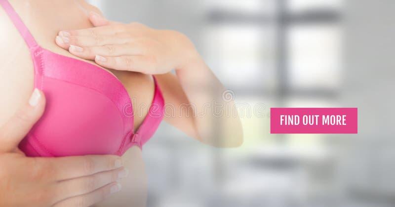 Descubra más botón con la mujer del cáncer de pecho con la transición en la comprobación del sujetador imagen de archivo libre de regalías