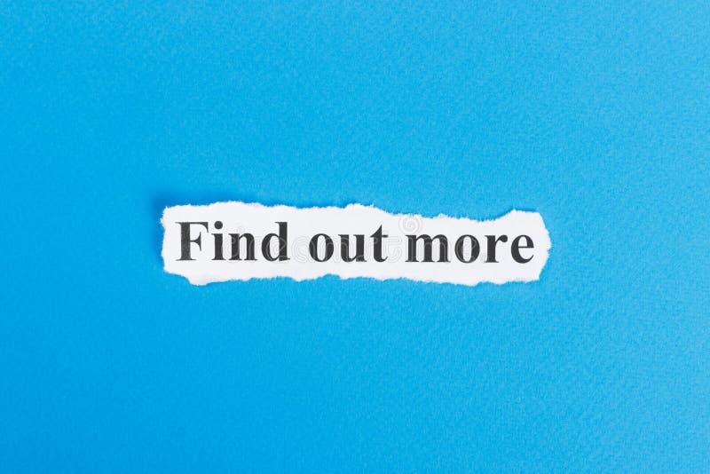 Descubra más texto en el papel La palabra descubre más en el papel rasgado Imagen del concepto imágenes de archivo libres de regalías