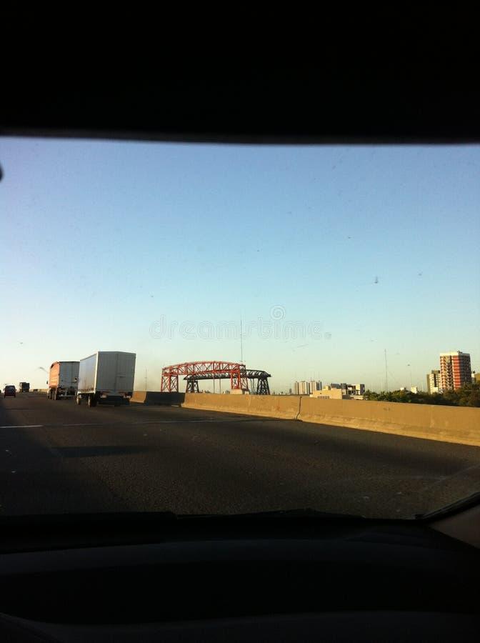 Desde lo lejos, se ve el puente de `La Boca`. Buenos Aires, Argentina stock photos