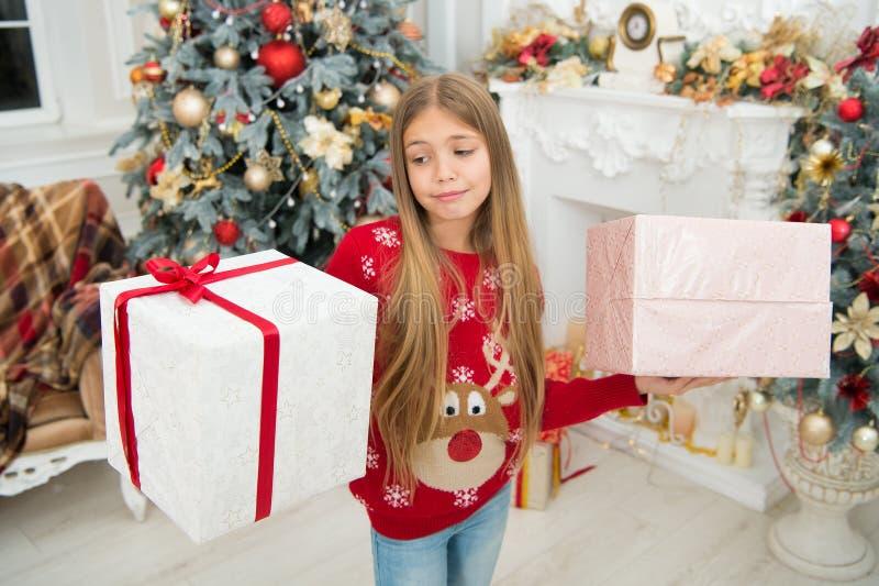 Desejando um ano novo feliz Ano novo feliz Inverno Árvore e presentes de Natal compra em linha do xmas Feriado da família E imagens de stock