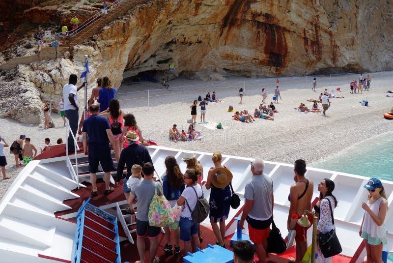 Desembarcando na praia de Porto Kastriki, Lefkada imagens de stock royalty free