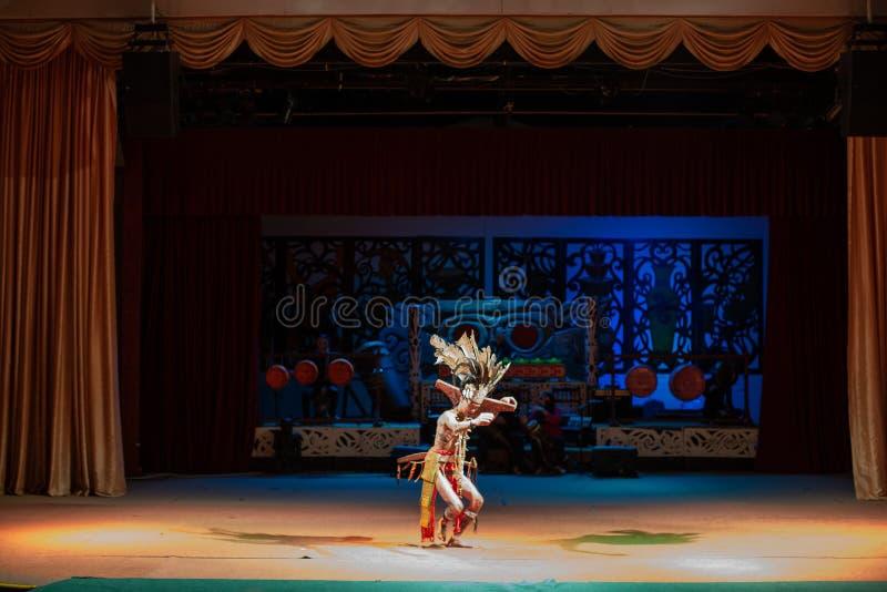 Desempenho da cultura tradicional Aldeia Cultural Sarawak foto de stock