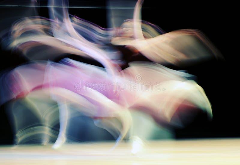 Desempenho da dança das mulheres imagens de stock