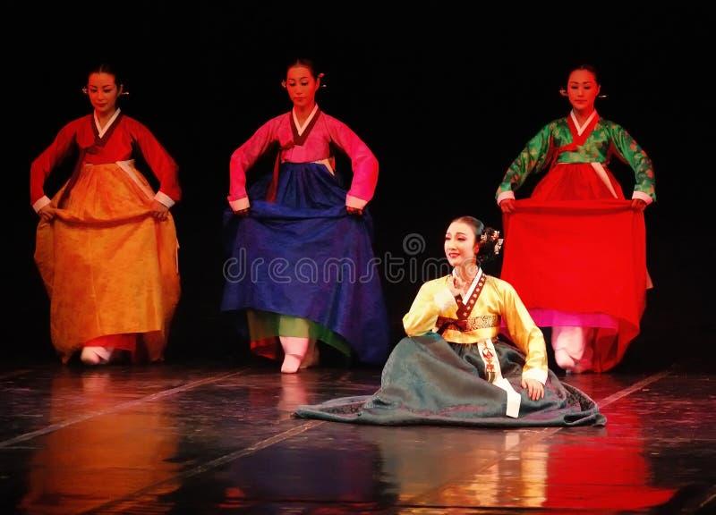 Desempenho da dança tradicional coreana de Busan imagens de stock
