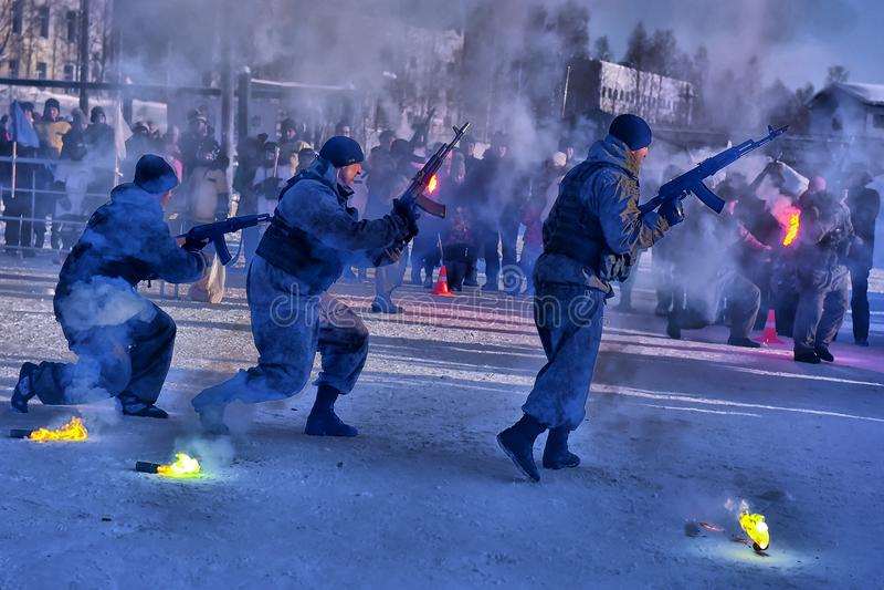Desempenho da demonstração das tropas da aterrissagem do exército do russo dentro fotografia de stock royalty free