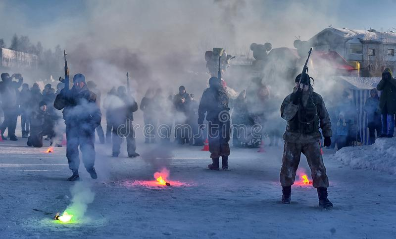 Desempenho da demonstração das tropas da aterrissagem do exército do russo dentro foto de stock royalty free