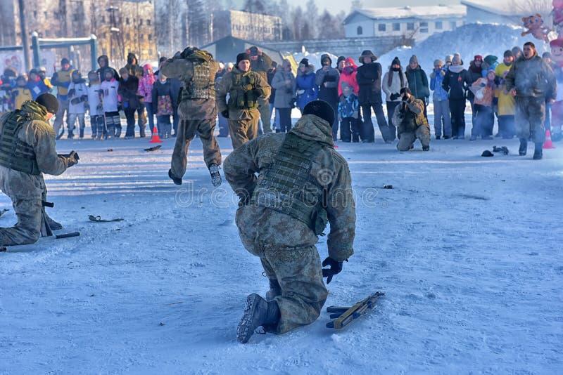 Desempenho da demonstração das tropas da aterrissagem do exército do russo dentro imagens de stock