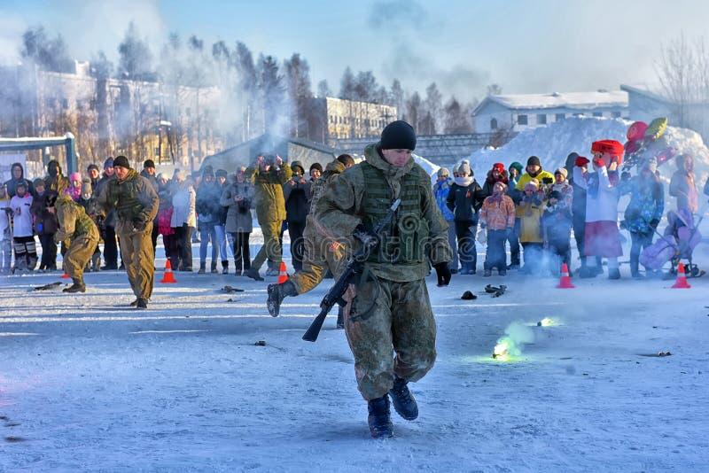 Desempenho da demonstração das tropas da aterrissagem do exército do russo dentro imagens de stock royalty free