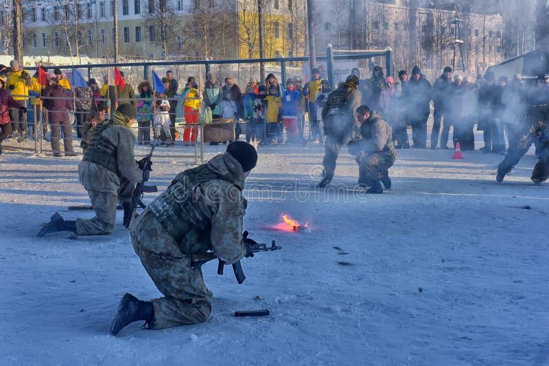 Desempenho da demonstração das tropas da aterrissagem do exército do russo dentro imagem de stock
