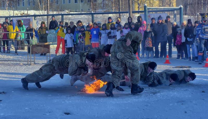 Desempenho da demonstração das tropas da aterrissagem do exército do russo dentro fotografia de stock
