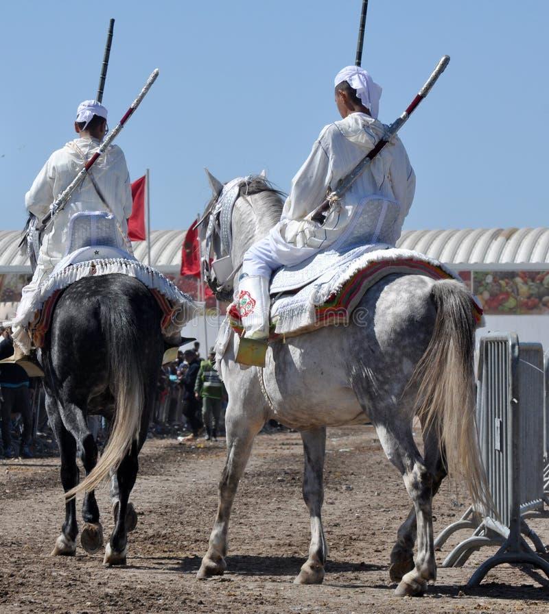 Desempenho da fantasia tradicional em Marrocos fotos de stock