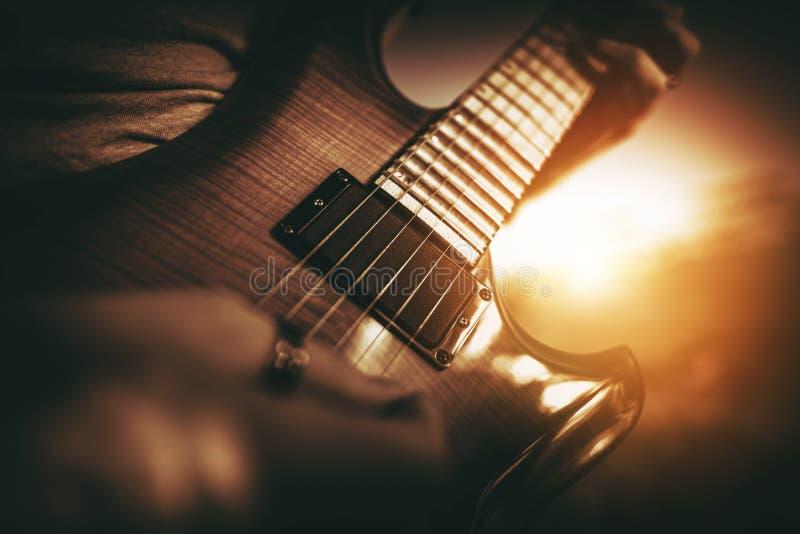Desempenho da guitarra elétrica imagem de stock