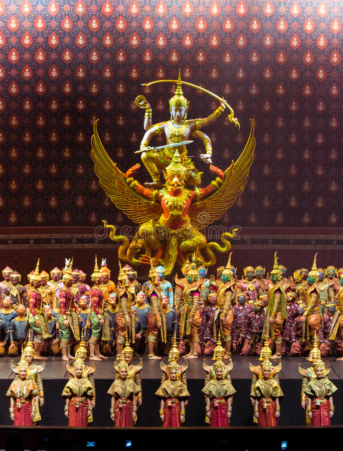 Desempenho de Khon, a batalha do episódio de Indrajit de Nagabas foto de stock