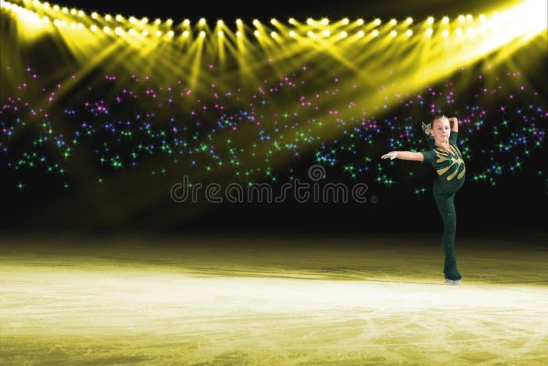 Desempenho de skateres novos, mostra de gelo foto de stock royalty free