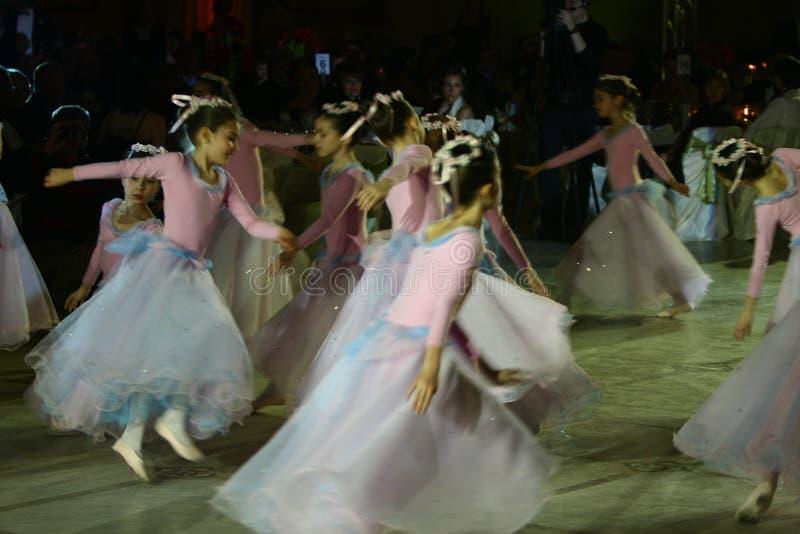 Desempenho do bailado na esfera de Viena em Bucareste fotos de stock royalty free