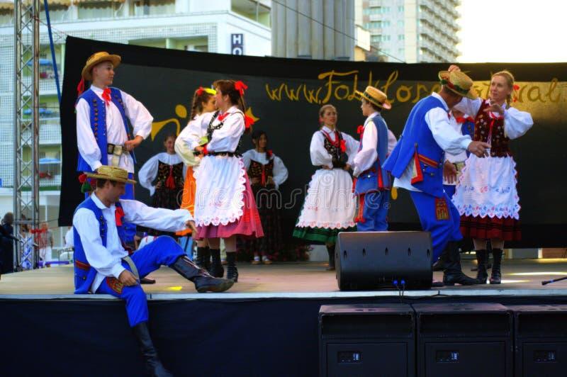 Desempenho eslovaco da fase dos dançarinos do folclore imagens de stock