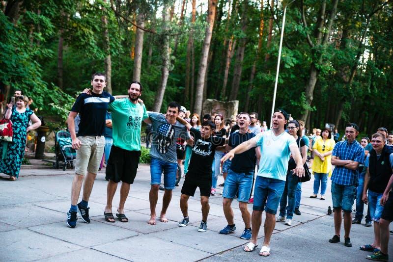 Desempenho grupo rock ` Chumatsky Shlyakh ` do 10 de junho de 2017 em Cherkassy, Ucr?nia foto de stock