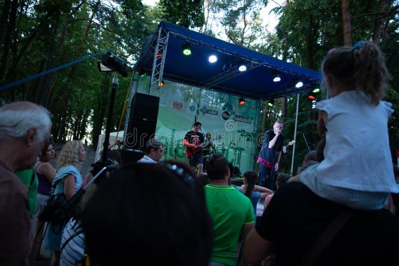 Desempenho grupo rock ` Chumatsky Shlyakh ` do 10 de junho de 2017 em Cherkassy, Ucr?nia fotos de stock royalty free