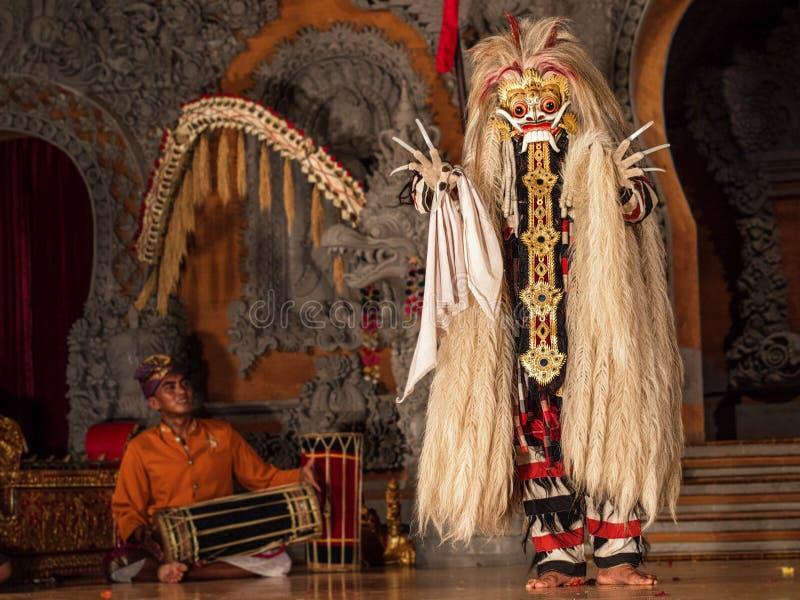 Desempenho tradicional da dança de Barong do Balinese em Ubud, Bali imagem de stock