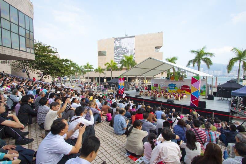 Desempenhos culturais étnicos asiáticos 2011 imagens de stock