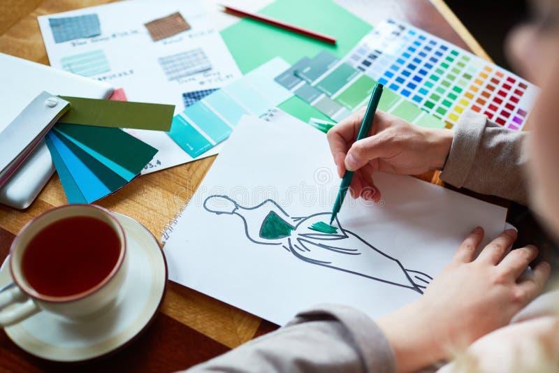 Desenhador de moda que trabalha na coleção fotografia de stock royalty free