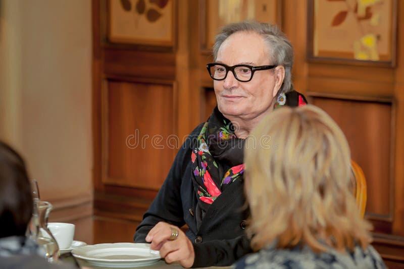 Desenhador de moda Rocco Barocco na primeira jornada da primeira loja do mono-tipo em Rússia fotografia de stock royalty free