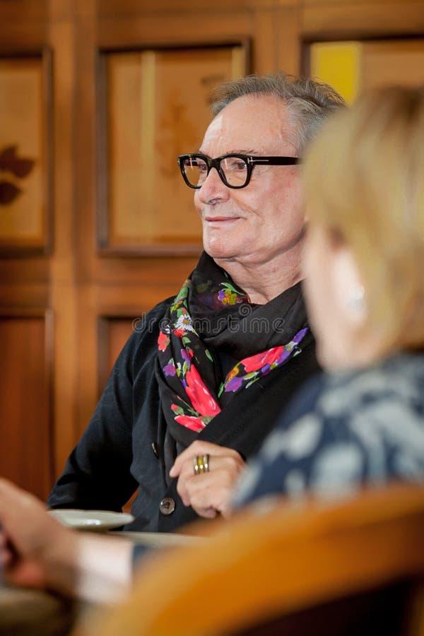 Desenhador de moda Rocco Barocco na primeira jornada da primeira loja do mono-tipo em Rússia fotos de stock royalty free