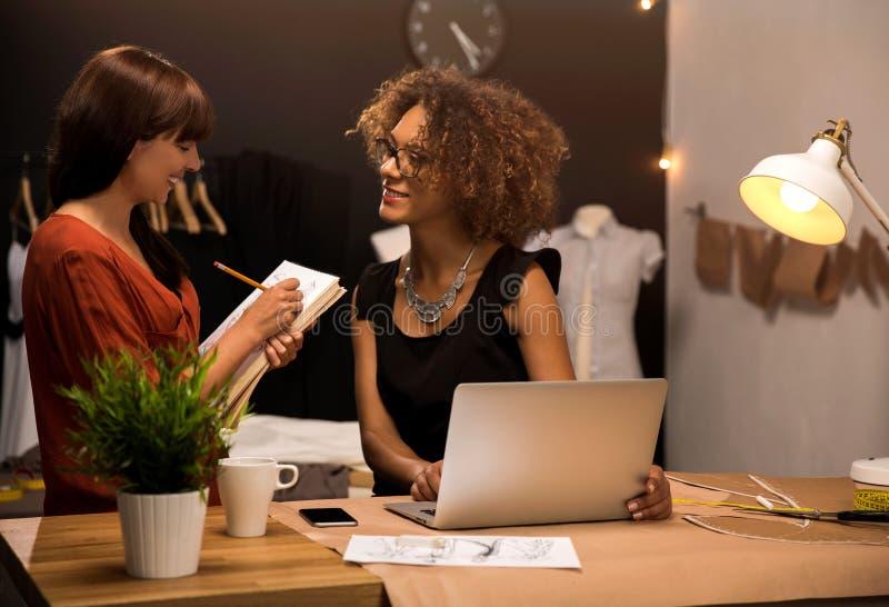 Desenhadores de moda imagens de stock