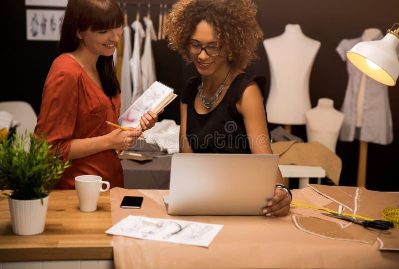 Desenhadores de moda fotos de stock
