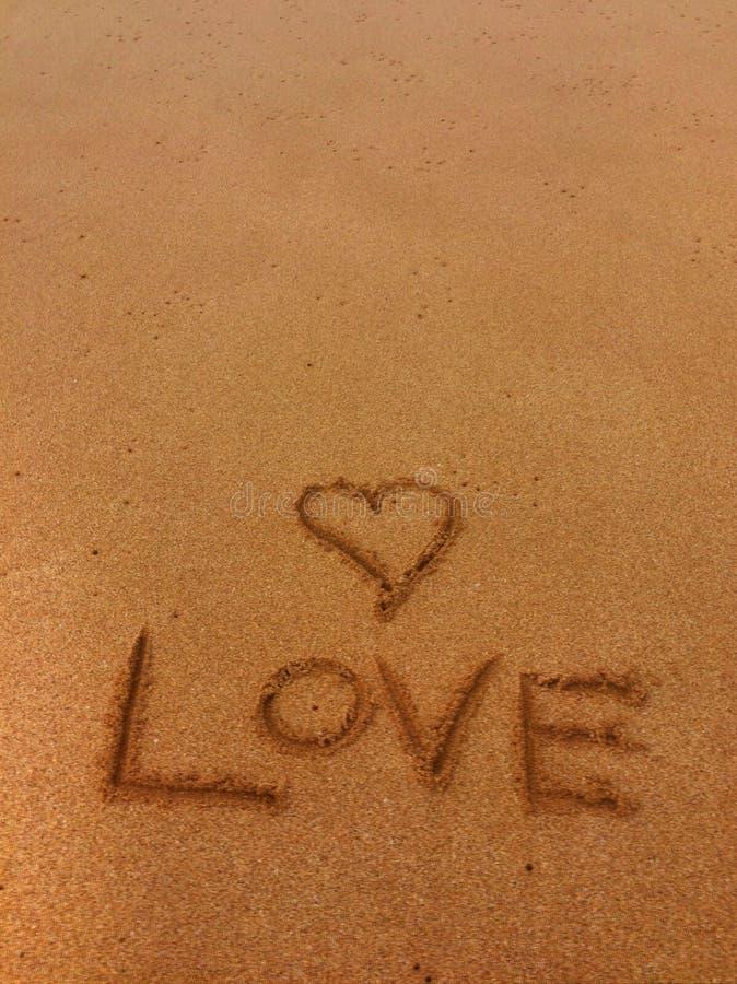 Desenho da areia do amor fotografia de stock